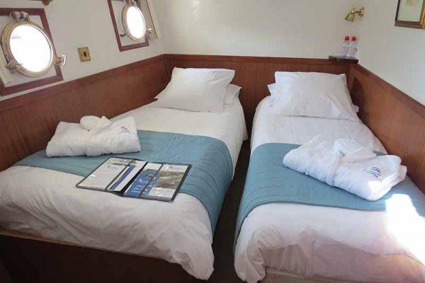 Luxury barge cruise Anjodi twin cabin