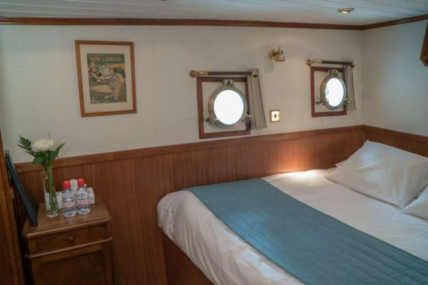Luxury barge cruise Anjodi double cabin