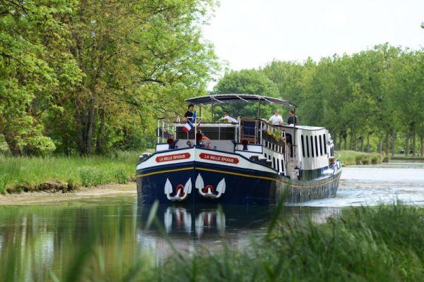 Luxury hotel barge, La Belle Epoque - cruising