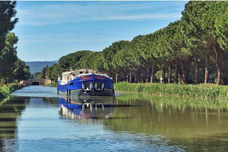 Luxury hotel barge, Enchante