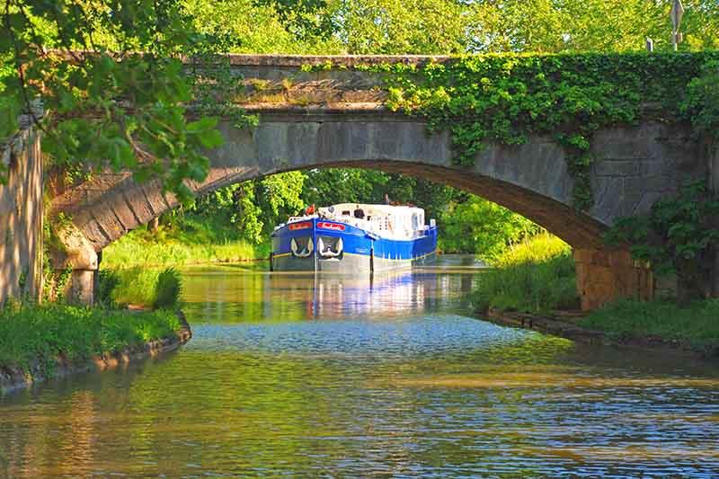 Luxury hotel barge Enchante, cruising the Canal du Midi