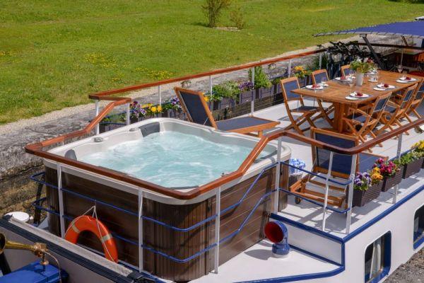 Spa pool aboard luxury hotel barge, La Belle Epoque