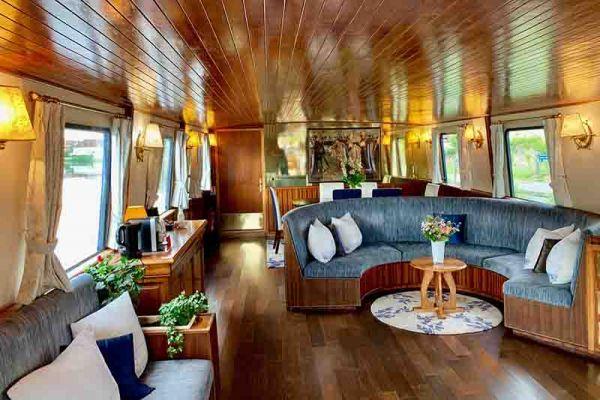 The cosy saloon aboard La Belle Epoque