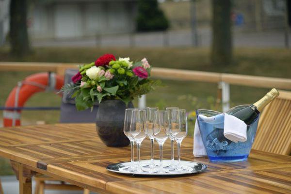 La Belle Epoque - bubbles on the deck