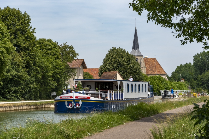 Hotel barge Renaissance - barge tours France