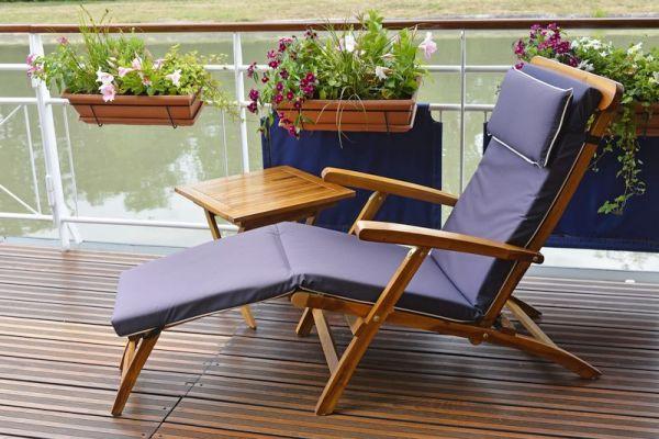 Renaissance - Relax on Deck