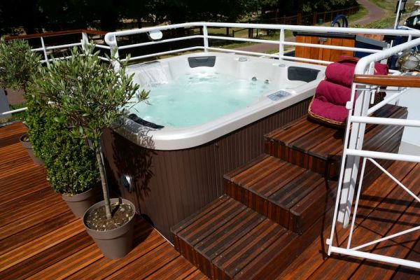 Renaissance - Spa Pool