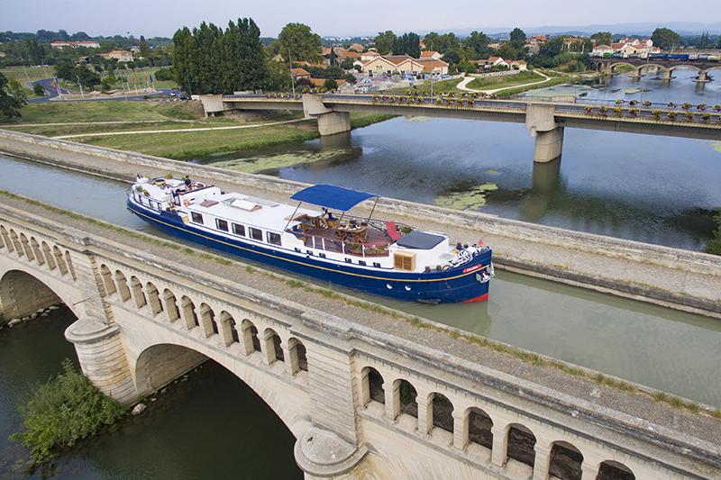 Anjodi cruising the Canal du Midi - boating holidays france