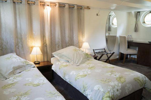 Luxury hotel barge Enchante, twin cabin