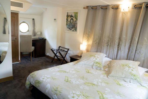 Luxury hotel barge Enchante, double cabin
