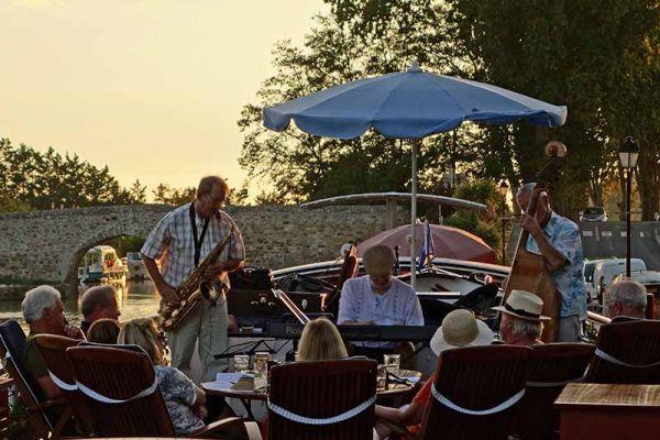Luxury barge cruise Anjodi live onboard Jazz Band