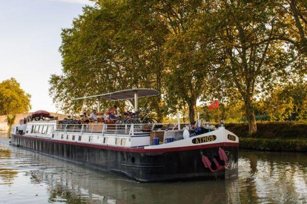 Luxury hotel barge, Athos cruising