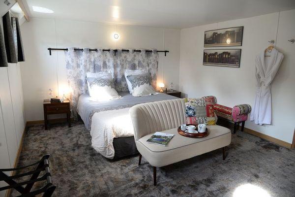 Double cabin aboard luxury hotel barge, Finesse