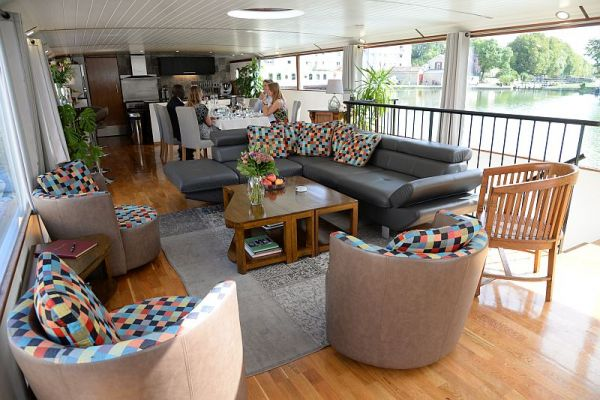 Spacious saloon aboard luxury hotel barge, Finesse