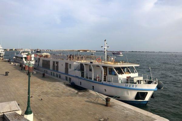 Luxury hotel barge, La Bella Vita