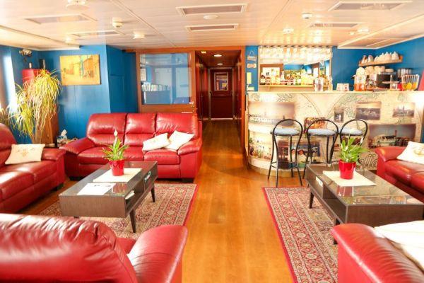 Saloon and dining area aboard La Bella Vita