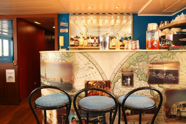 Bar aboard La Bella Vita