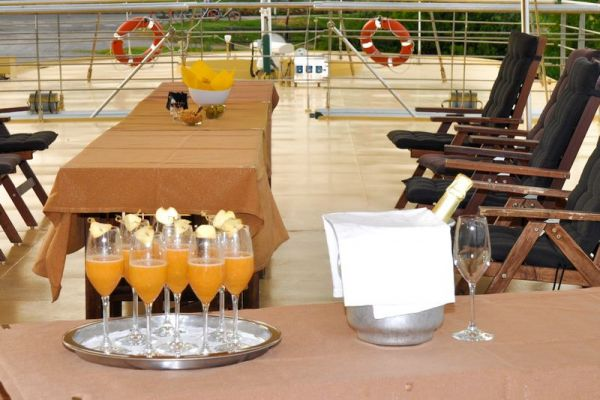 Prosecco cocktails served on deck