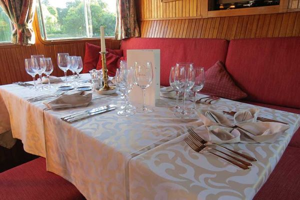 Luxury hotel barge, Nymphea - dining area