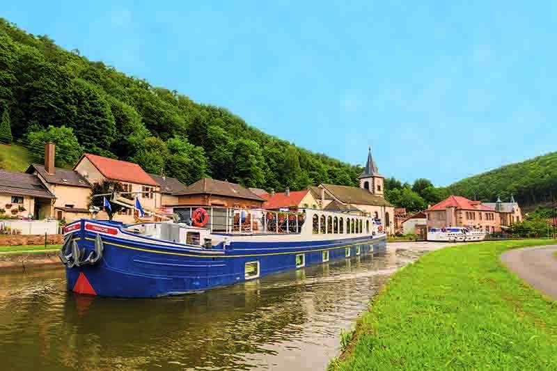 Luxury hotel barge, Panache cruising Alsace