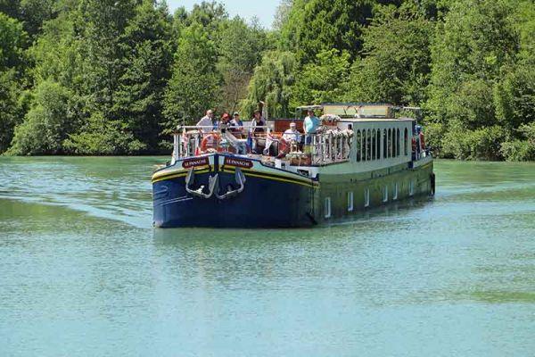 Luxury hotel barge, Panache cruising Champagne