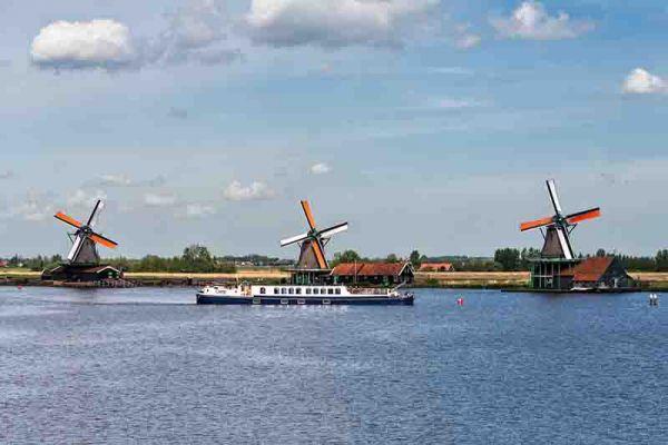 Luxury hotel barge, Panache cruising Holland