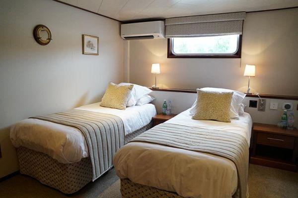 Luxury hotel barge, Panache - twin cabin