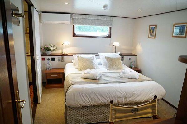 Luxury hotel barge, Panache cabin