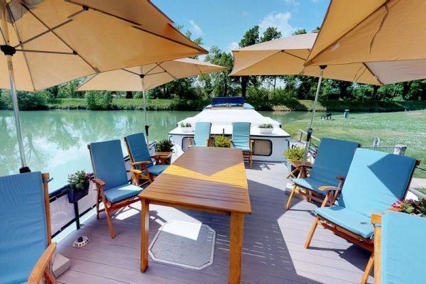 Luxury hotel barge, Rosa deck