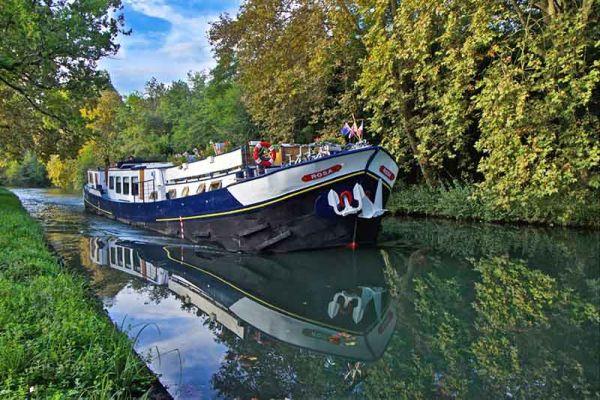 Luxury hotel barge, Rosa