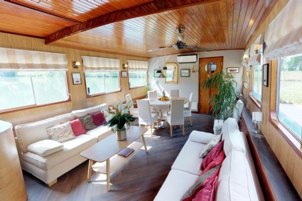 Luxury hotel barge, Rosa - saloon