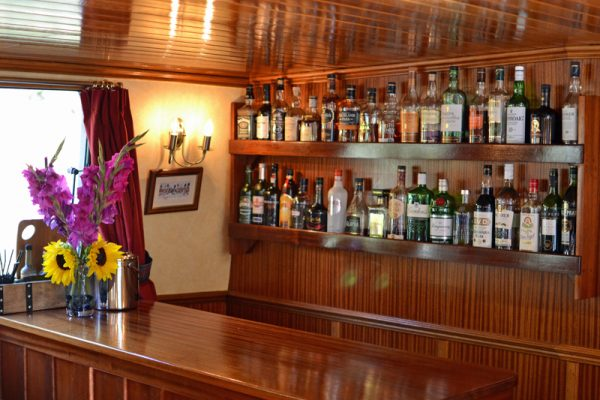 Scottish Highlander Whisky Bar