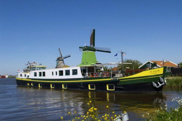 La Nouvelle Etoile Cruising - barge cruise europe