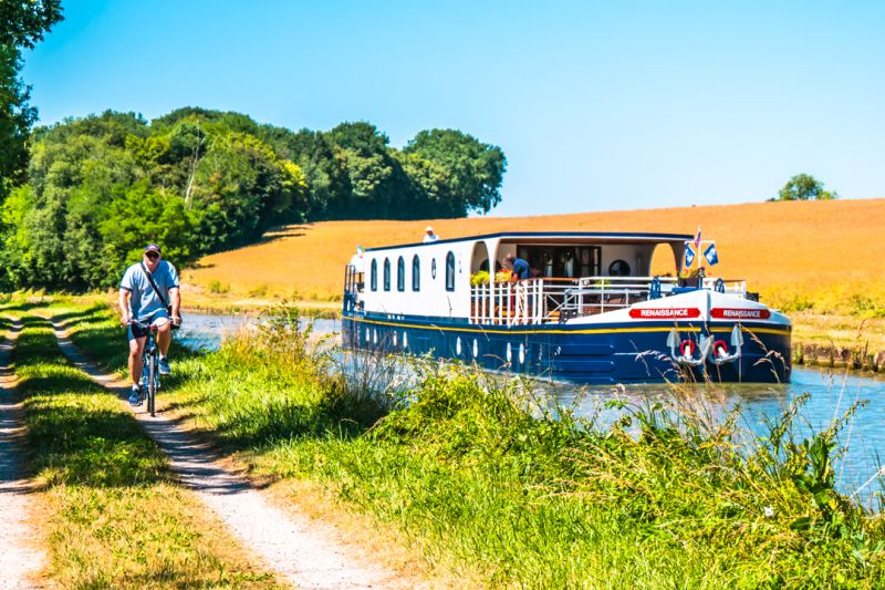 Cycle along the Burgundy Canal
