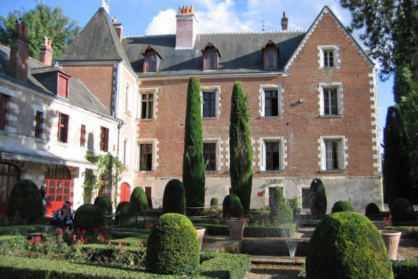 Loire river cruises include a visit of chateau cde clos luce