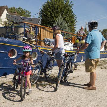 Preparing for a bike ride along the canal du nivernais from Chatel-Censoir lock