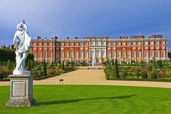 Hampton Court (1)