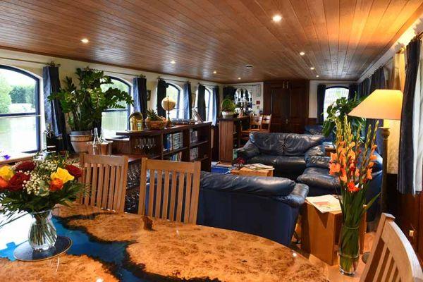 Luxury hotel barge, Magna Carta - Saloon