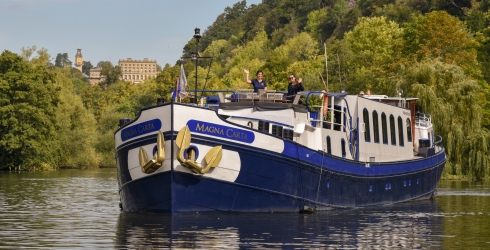 Magna Carta Barge - Cruising