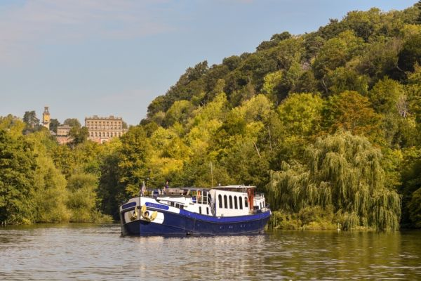 Luxury hotel barge, Magna Carta - Cruising