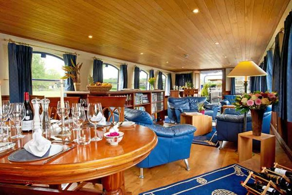 Luxury hotel barge, Magna Carta - Saloon