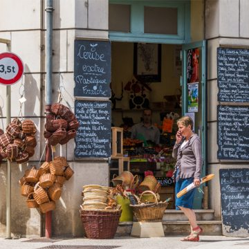 Street Scene Chablis