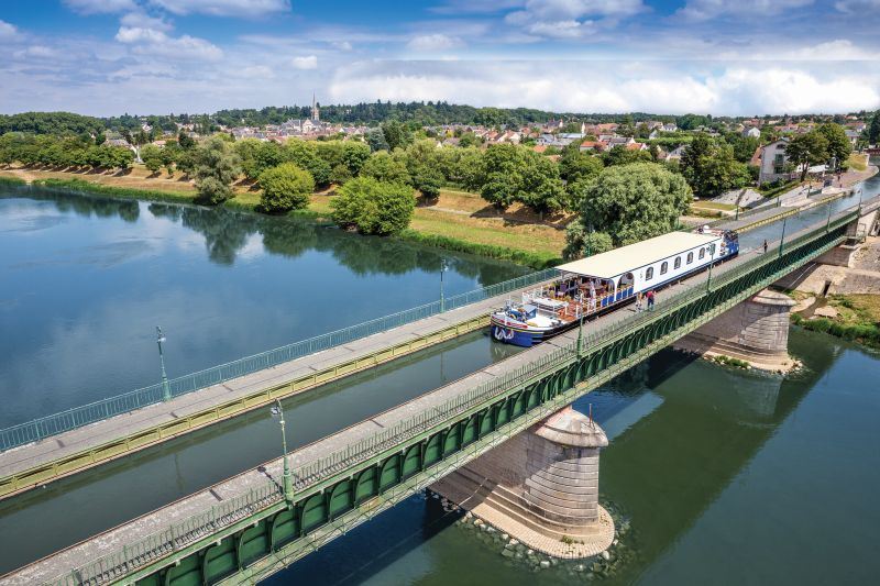 French River Cruises aboard Renaissance on the Canal de Briare