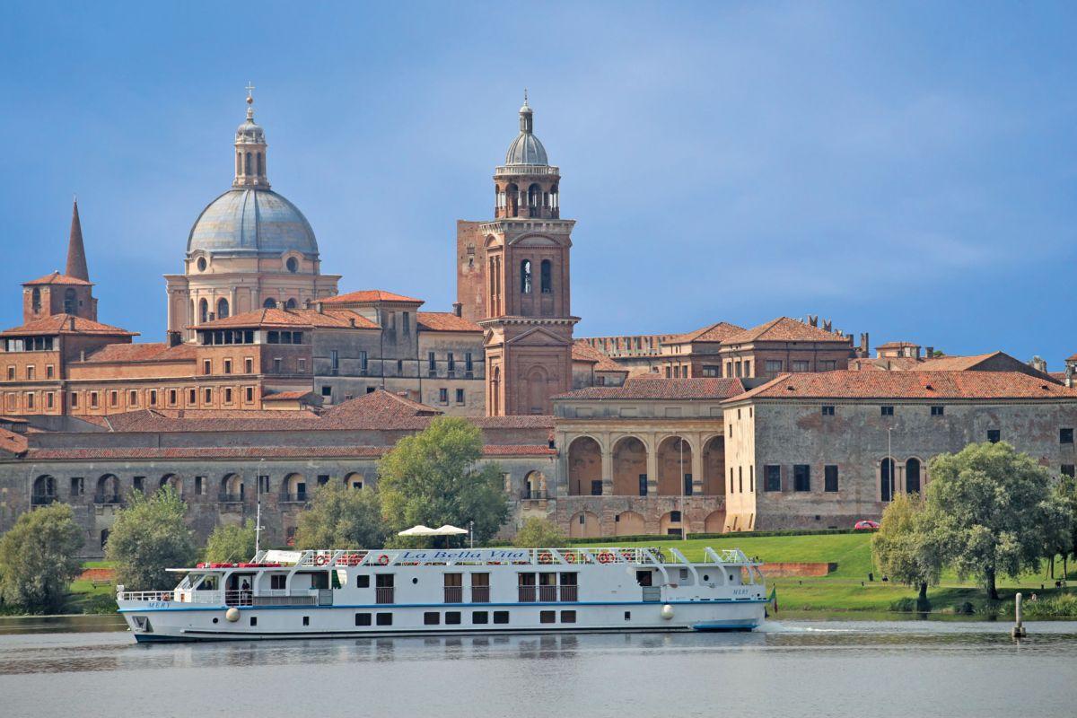 La Bella vita cruising gently in Mantua, Italy