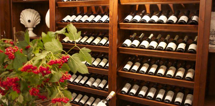 Wine-Myths-Shelf