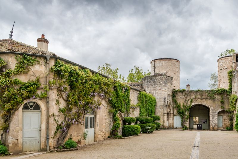 Looking for Burgundy's best chateaus? Discover the Château de Germolles aboard luxury hotel barge, Finesse