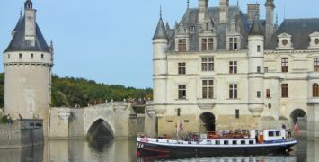 Honeymoon Cruise - Nymphea outside of Chenonceau