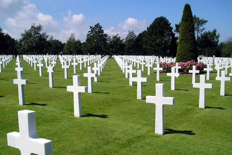 Graves at Aisne Marne Cemetery - French Barge Holidays