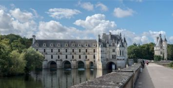 Wide shot of the Chateau de Chenonceau, one of the best things to do in the Loire Valley