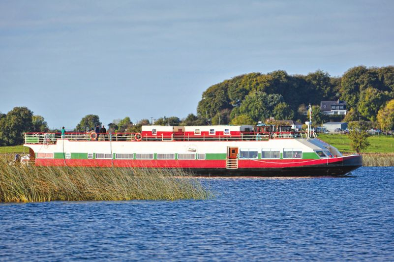 The Shannon Princess Hotel Barge cruises on the River Shannon